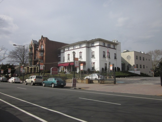 The Restaurant School at Walnut Hill College will be next to the new apartment building