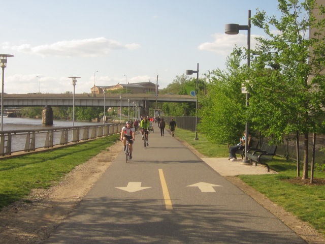 Looking north up Schuylkill Banks and the trail, towards the Vine Street Expressway bridge and the Philadelphia Museum of Art