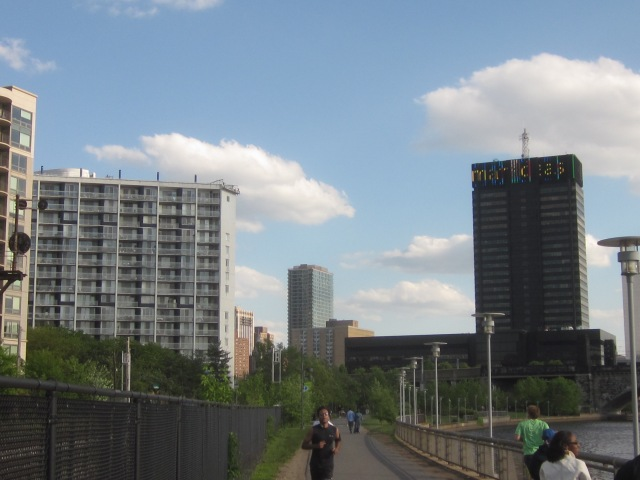Looking south down the Schuylkill River trail (Schuylkill Banks)