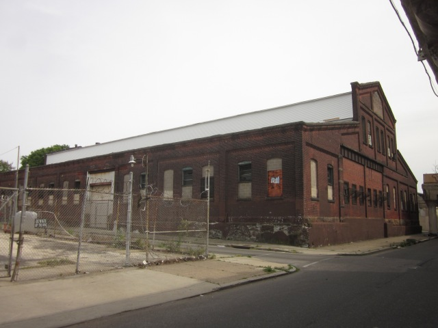 Another vacant building further south on 25th Street