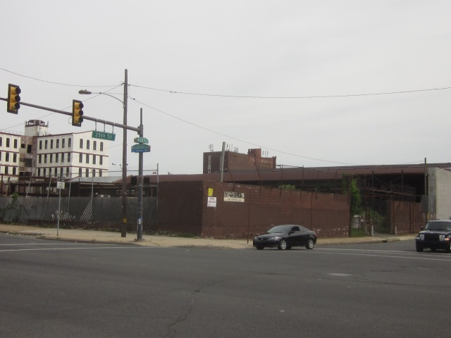 Abandoned industrial site, at 25th Street and Washington Avenue, would be perfect for redevelopment