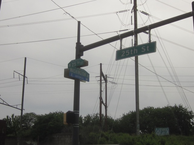 Street signs at the large intersection of 25th Street and Washington Avenue