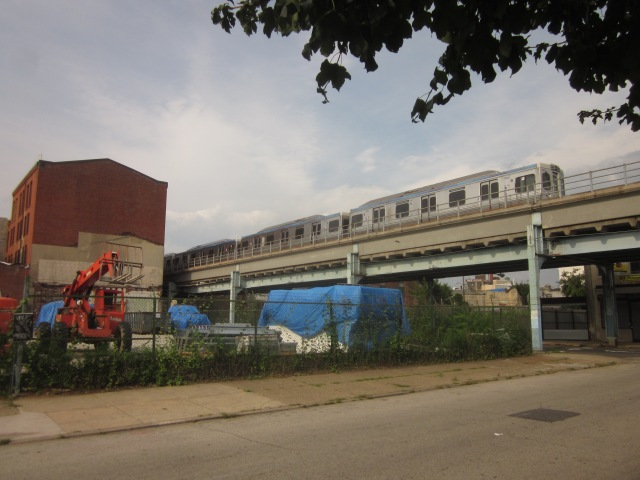 The Market/Frankford El passes by Oxford Mills, over Front Street