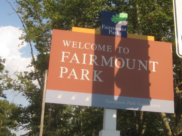 Sign announcing entry into Fairmount Park on Kelly Drive