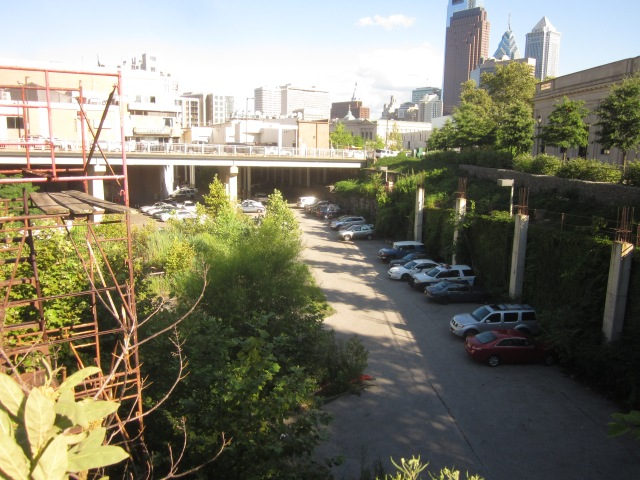 Reading Viaduct (City Branch) could have a Bus Rapid Transit line and jogging path, and another apartment built on top here at 21st and Hamilton Streets