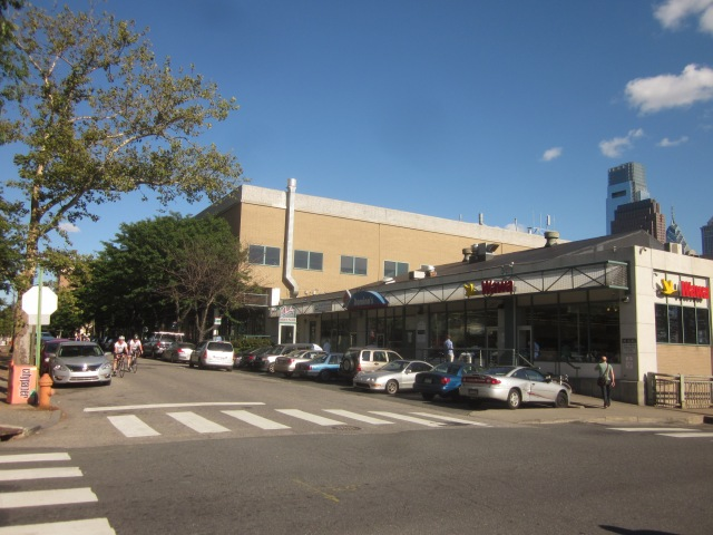 Retail at Rodin Place, at 21st and Hamilton Streets